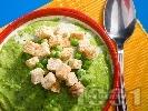 Рецепта Крем супа от грах със заквасена сметана
